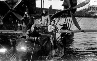 Hidroavião na baía do Funchal, 1921, MFM-AV, em depósito no ABM, Perestrellos Photographos, Inv. PER/2337.