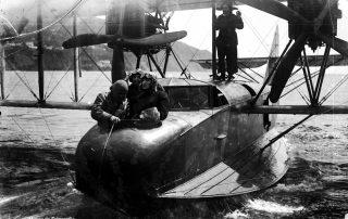 g. Hidroavião na baía do Funchal, 1921, MFM-AV, em depósito no ABM, Perestrellos Photographos, Inv. PER/2342.