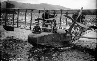 Hidroavião da primeira travessia aérea Lisboa-Funchal, na baía do Funchal,1921, MFM-AV, em depósito no ABM, Perestrellos Photographos, Inv. PER/3291.