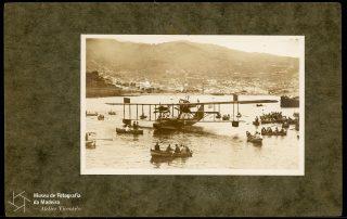 Hidroavião Felixtowe F.3, dos aviadores Gago Coutinho e Sacadura Cabral, na baía do Funchal, 1921, MFM-AV, em depósito no ABM, Photographia Vicente, Inv. VIC/21696.