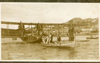 Hidroavião Felixtowe F.3, dos aviadores Gago Coutinho e Sacadura Cabral, na baía do Funchal, 1921, MFM-AV, em depósito no ABM, Photographia Vicente, Inv. VIC/21702.