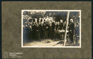 Cerimónia no Jardim Municipal do lançamento da primeira pedra ao monumento em homenagem aos aviadores Gago Coutinho e Sacadura Cabral pela travessia aérea Lisboa-Funchal, 1921, MFM-AV, em depósito no ABM, Photographia Vicente, Inv. VIC/21709.