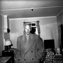 """Marechal Bernard Montgomery, a bordo do """"Edinburgh Castle"""", na baía do Funchal"""