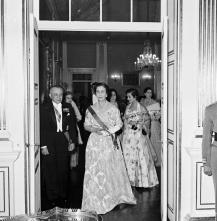 Carmen Franco e o governador civil, João Inocêncio Camacho de Freitas, no palácio de São Lourenço, Freguesia da Sé, Concelho do Funchal