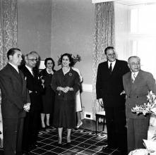 Carmen Franco, o governador civil, João Inocêncio Camacho de Freitas e o Dr. Fernando Maria Castiella, ministro das Relações Exteriores de Espanha, em local não identificado, na ilha da Madeira