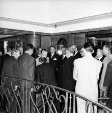 Apresentação de cumprimentos a D. Duarte Nuno de Bragança, no navio Angola, baía do Funchal