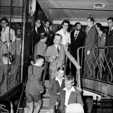 D. Duarte Nuno de Bragança e os infantes Duarte, Miguel e Henrique, no navio Angola, baía do Funchal