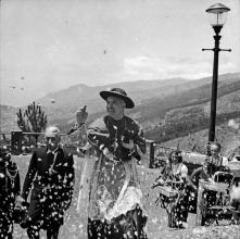 D. Manuel Gonçalves Cerejeira, nas escadas do restaurante Esplanade, no Terreiro da Luta, Freguesia do Monte, Concelho do Funchal