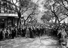D. Manuel Gonçalves Cerejeira e comitiva, na avenida Zarco, a caminho da Sé, Freguesia da Sé, Concelho do Funchal