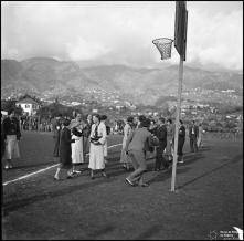 Concentração dos concorrentes na gincana automobilística, estádio dos Barreiros ,(atual estádio do Marítimo),  Freguesia de São Martinho, Concelho do Funchal