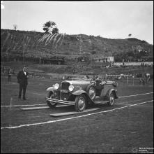 Prova de gincana automobilística, no estádio dos Barreiros (atual estádio do Marítimo), Freguesia de São martinho, Concelho do Funchal