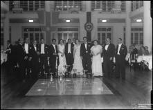Retrato dos participantes da Gincana e I Rampa dos Barreiros, durante a entrega de prémios  no Hotel Savoy, Freguesia de São Pedro (atual Freguesia da Sé), Concelho do Funchal