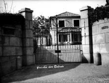 Portão de entrada e edifício da Quinta dos Cedros, no caminho de Santo António, Freguesia de Santo António, Concelho do Funchal