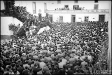 Manifestação de regozijo pelo regresso do governador civil, Dr. José Nosolini Pinto Osório da Silva Leão, no palácio de São Lourenço, Freguesia da Sé, Concelho do Funchal