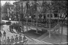 Tribuna das entidades oficiais, na avenida Arriaga, nas comemorações do 28 de maio, Freguesia da Sé, Concelho do Funchal