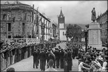 Banda a tocar antes do desfile dos marinheiros do navio escola Sagres, na avenida Arriaga, Freguesia da Sé, Concelho do Funchal
