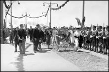 Entidades oficiais, no cais do Funchal, durante a visita do general Óscar Carmona, Freguesia da Sé, Concelho do Funchal