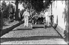 General Óscar Carmona e Francisco Vieira Machado, ministro das Colónias, num carro de cesto, no caminho do Monte, Freguesia do Monte, Concelho do Funchal