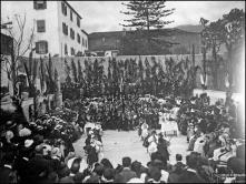 Bailado de crianças no pátio do Ateneu Comercial, durante a digressão da Tuna Académica de Coimbra, Freguesia da Sé, Concelho do Funchal
