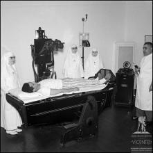 Realização de um exame radiológico no Hospital da Santa casa da Misericórdia do Funchal (atual Hospital dos Marmeleiros), Freguesia do Monte, Concelho do Funchal