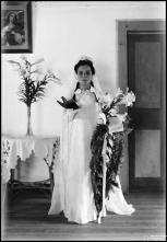 Retrato de uma noiva, em local não identificado