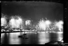 Fogo de artifício na cidade do Funchal, visto do mar, na passagem de ano de 1952 para 1953, Freguesia da Sé, Concelho do Funchal