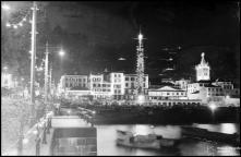 Iluminações de Natal e Fim de Ano no cais e na rua da Praia (atual avenida do Mar e das Comunidades Madeirenses), na passagem do ano de 1937 para 1938, Freguesia da Sé, Concelho do Funchal