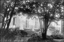 Jardim e fachada principal da Quinta do Serrado das Ameixieiras ou Quinta Acciaiuolli, Freguesia do Santo da Serra, Concelho de Santa Cruz
