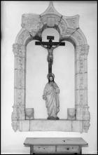 Esculturas de Cristo crucificado e do Sagrado Coração de Jesus