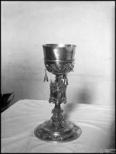 Cálice de prata dourada com tintinábulos