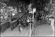 Desfile de uma unidade de marinheiros perante o vice almirante Laborde e as entidades oficiais, no cemitério das Angústias, Freguesia de São Pedro (atual Freguesia da Sé), Concelho do Funchal