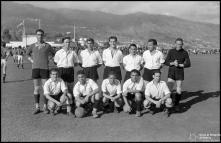 Equipa de futebol, no campo dos Barreiros (atual Estádio do Marítimo), durante as comemorações das bodas de prata da Associação de Futebol do Funchal (atual Associação de Futebol da Madeira), Freguesia de São Martinho, Concelho do Funchal