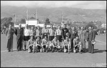 Equipa de veteranos do União Futebol Clube (atual Clube de Futebol União), no campo dos Barreiros (atual Estádio do Marítimo), durante a comemoração das bodas de prata da Associação de Futebol do Funchal (atual Associção de Futebol da Madeira), Freguesia de São Martinho, Concelho do Funchal