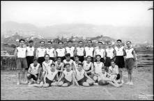 Equipa do Clube Desportivo Nacional, participante na festa desportiva organizada pelo Clube Desportivo Nacional, em benefício do Asilo de Mendicidade e Órfãos do Funchal, no campo dos Barreiros (atual estádio do Marítimo), Freguesia de São Martinho, Concelho do Funchal