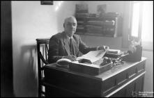 Retrato de Manuel Pita, no escritório da sua serragem, Freguesia de São Pedro, Concelho do Funchal