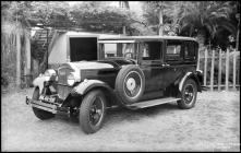 Automóvel do bispo do Funchal, D. António Manuel Pereira, em local não identificado, na Ilha da Madeira