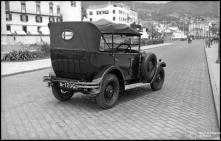 Automóvel, na avenida do Mar (atual avenida do Mar e das Comunidades Madeirenses), Freguesia da Sé, Concelho do Funchal