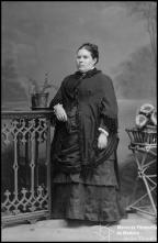 Retrato de uma mulher, esposa de Manuel Joaquim Lopes (corpo inteiro)