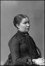 Retrato de uma mulher, esposa de João Anselmo Pereira (meio corpo)