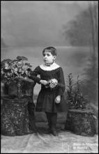 Retrato de uma menina, filha do Dr. José Joaquim de Freitas (corpo inteiro)