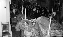 Missa fúnebre de Wanda [Vanda] Nabuco de Gouveia, esposa do Dr. Paulo Nabuco de Gouveia, na igreja de São Pedro, Freguesia de São Pedro, Concelho do Funchal